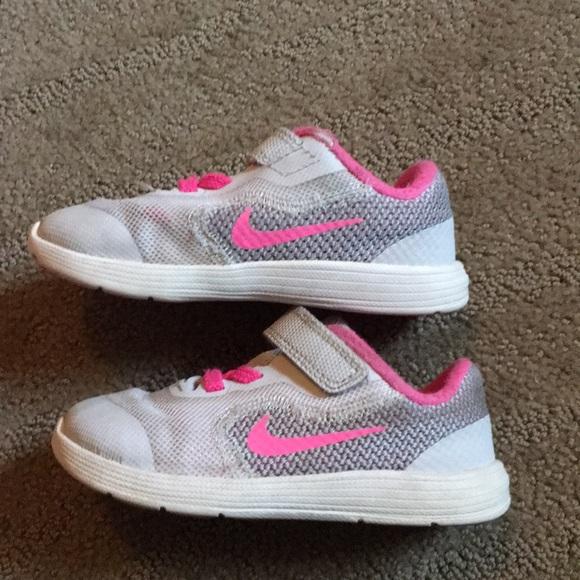 Nike tennis shoes size 8 toddler